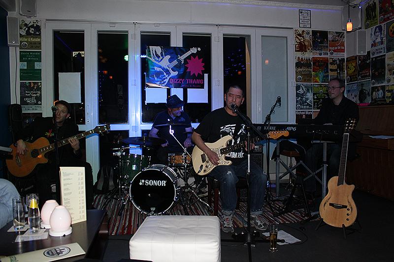 dizzy_thang_mandys_lounge_31102015_21