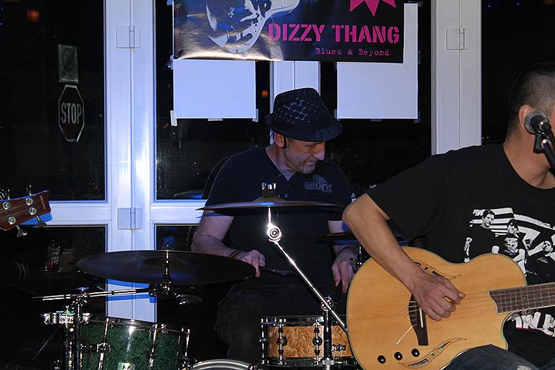 dizzy_thang_mandys_lounge_31102015_7